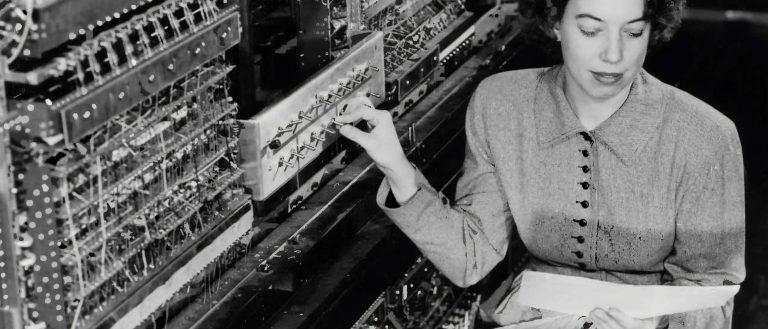Arbeit Frau Gerät Computer Schalter Buch